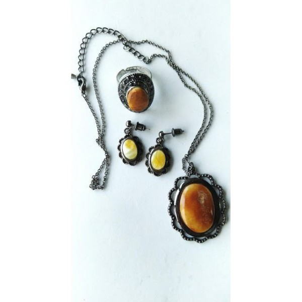 35 g. Antique Baltic amber set of necklace, earrings and ring vintage
